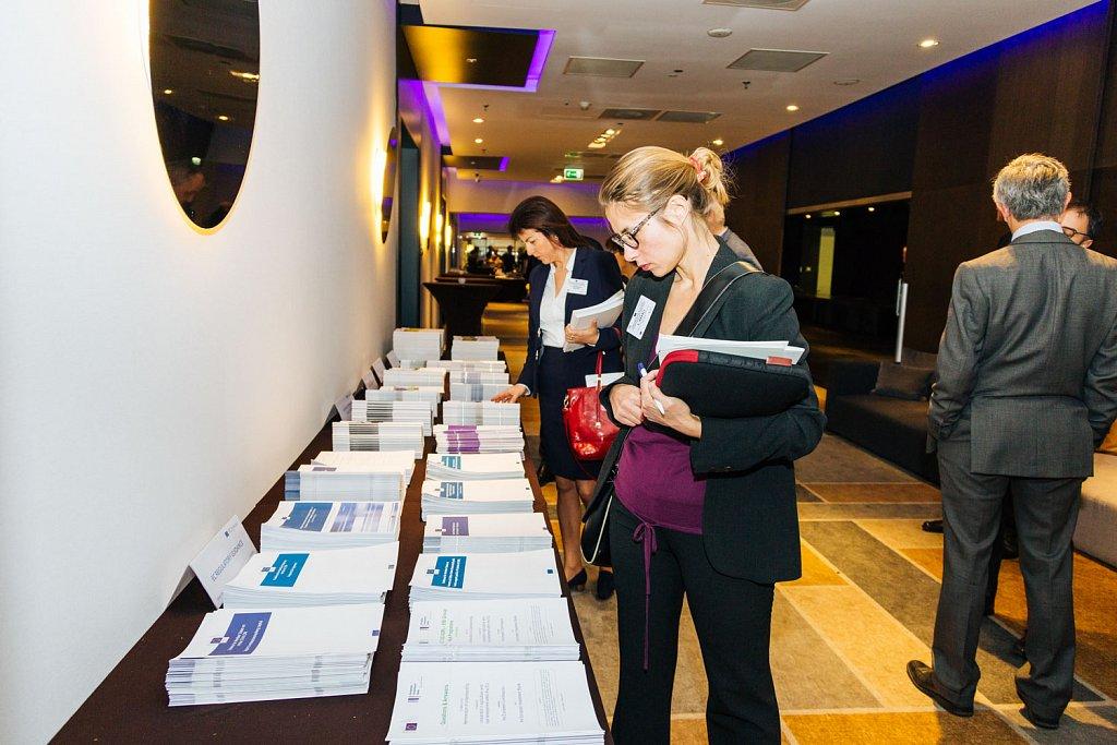 Event participants selecting fi-compass publications